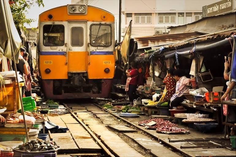 World's most dangerous market: Maeklong Railway Market