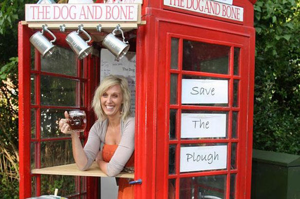 The Worlds Smallest Pub: Dog and Bone